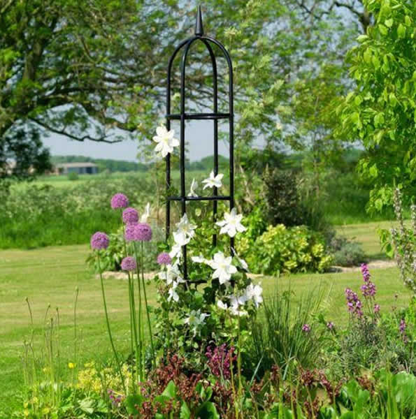 Superieur Garden Obelisk